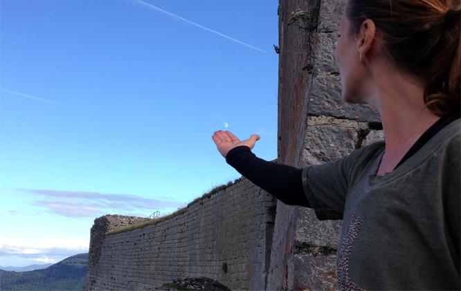 Majken Danstrup ved Montsegur slottet